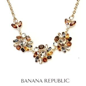 BANANA REPUBLIC flower crystal necklace NWT $89.50